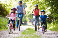 Safety tips for a fun family bike ride